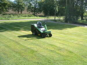 Etesia Hydro 80 With Roller Attachment